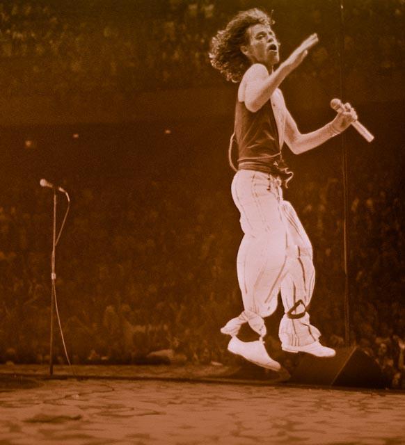 Jagger_white_leap